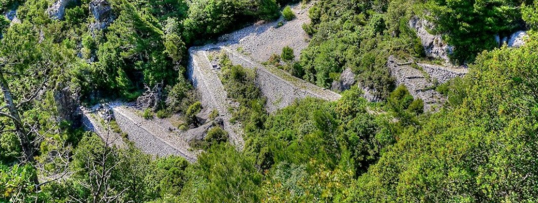Biliovo cobblestone path in Exo Mani